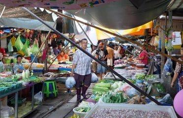 Mercato ferroviario maeklong bangkok
