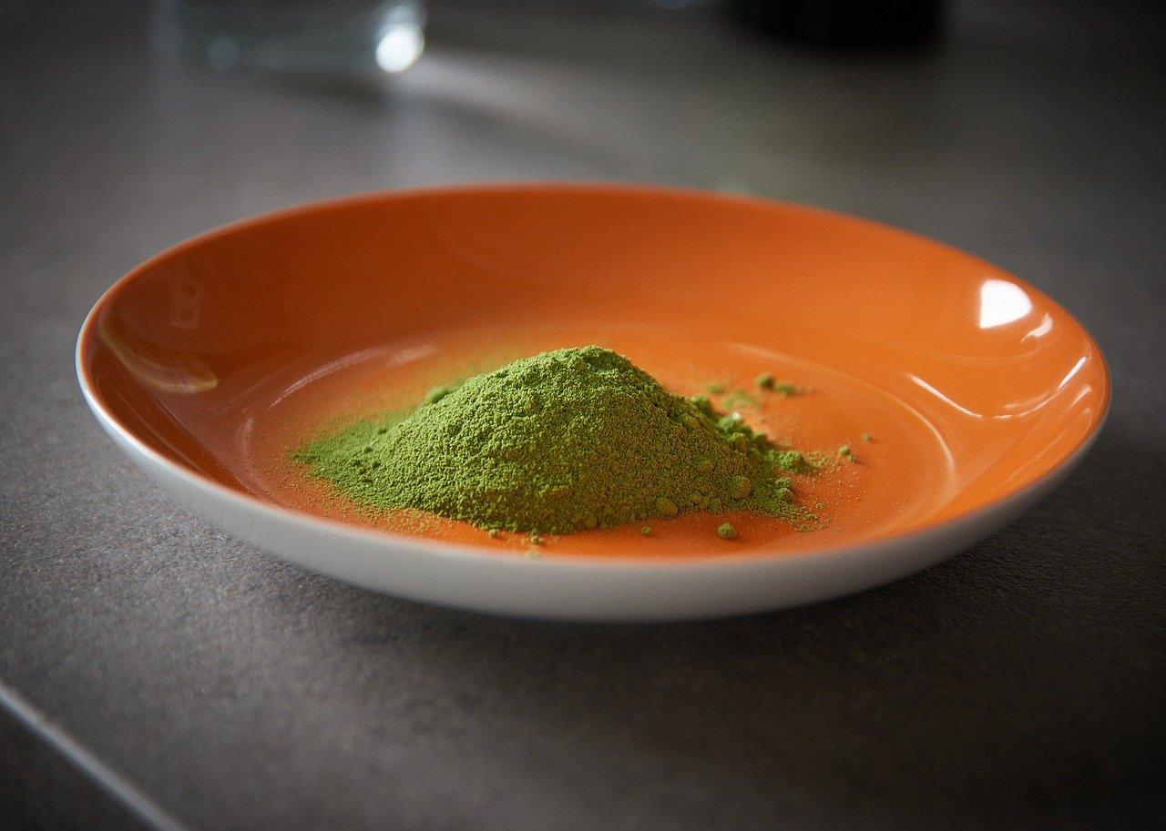 moringa oleifera in polvere integratore benefico per la salute