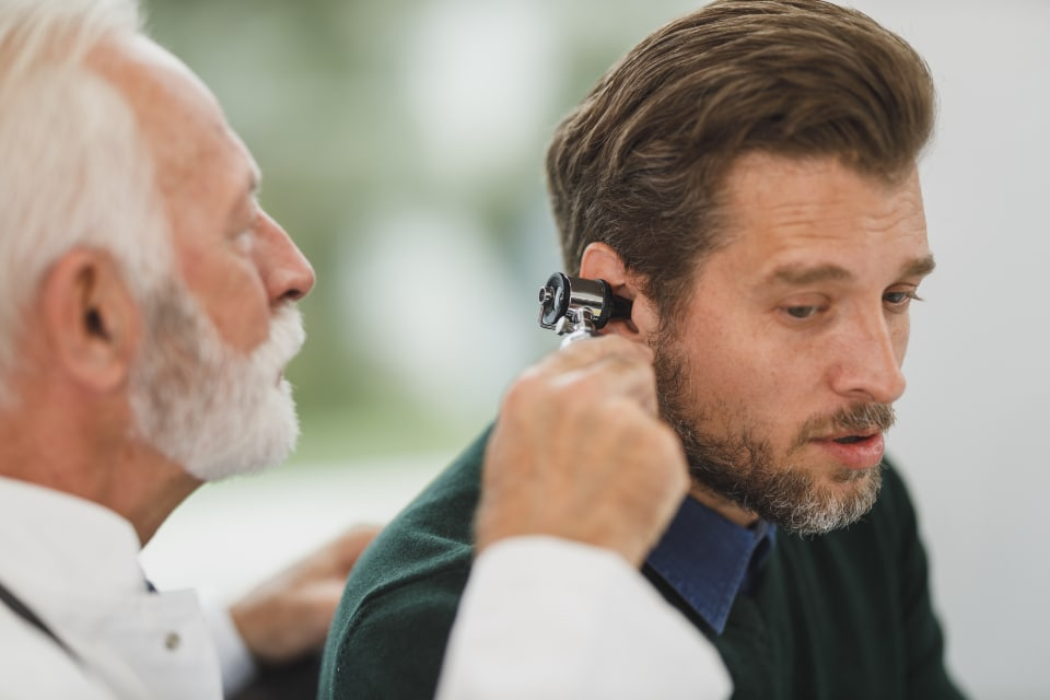 crackling sound in ears causes and treatment