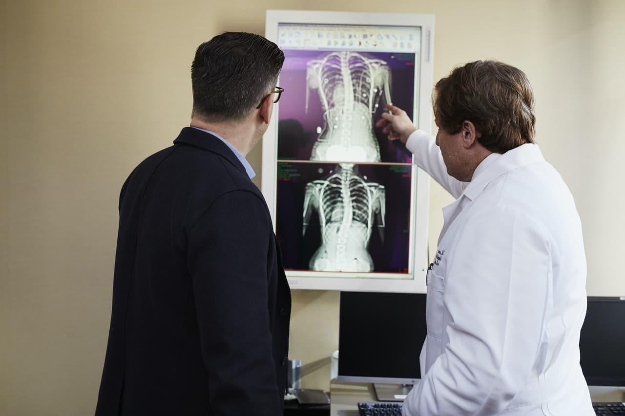 lesione ipodensa o radiotrasparenza nel referto di una radiografia o di una tac